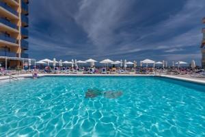 piscina-hotelyaramar-fuengirola-hotel